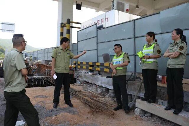 整车地磅安装工作在建阳管理中心有序开展